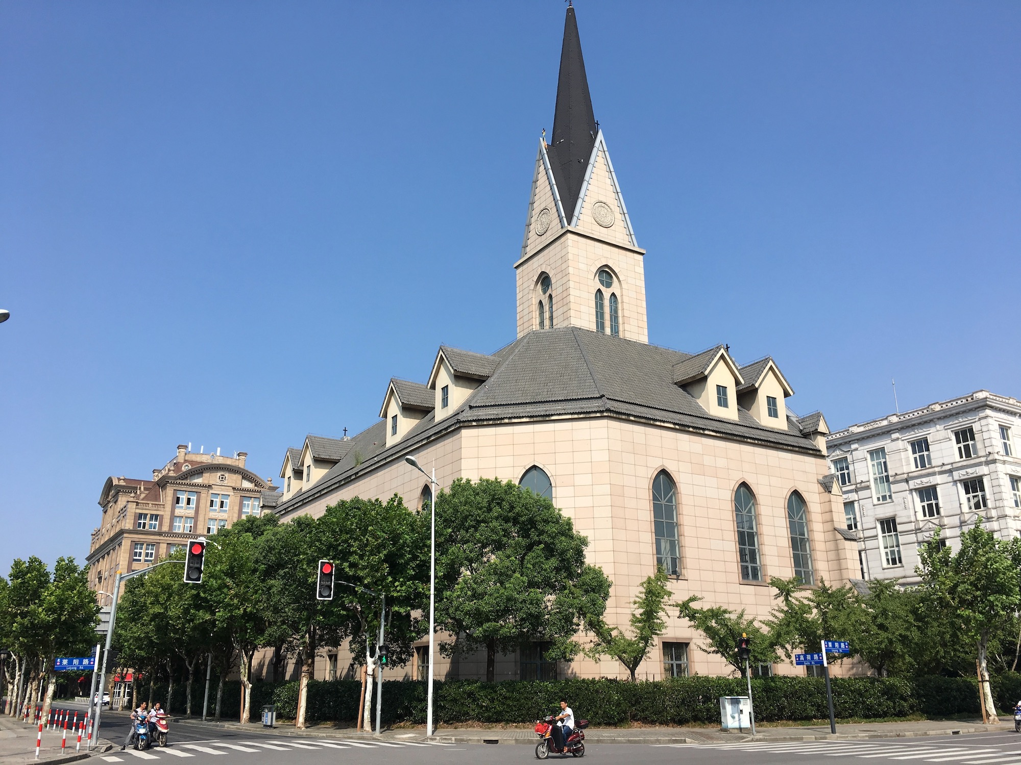 Holland Village Shanghai kerk